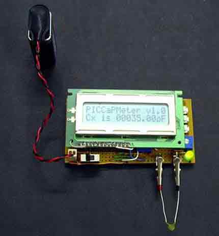 Проверка измерителя емкости конденсатором с емкостью 1000 микрофарад.