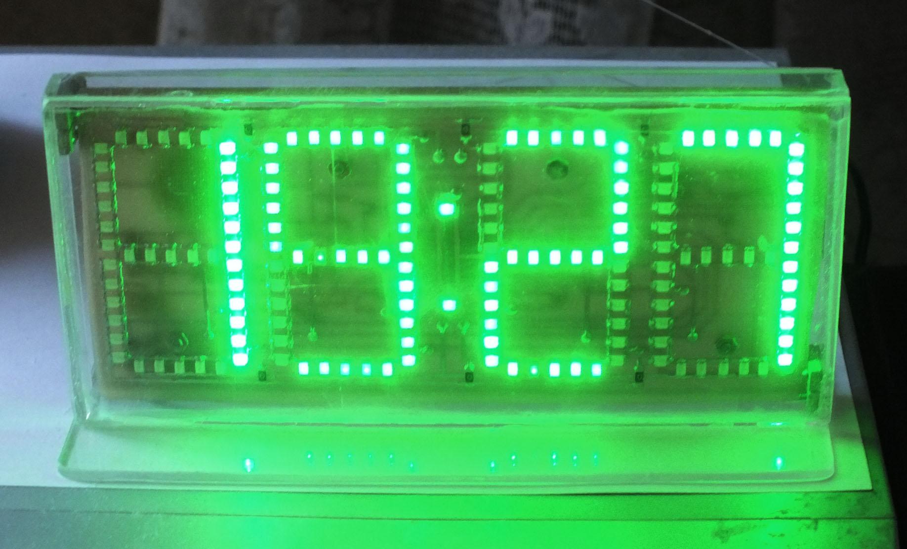 Часы на умных светодиодах.